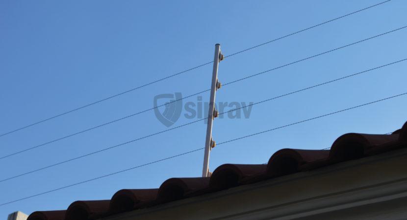 Cerca Eléctrica Cerco Eléctrico sobre teja.